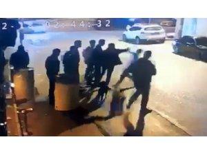 Alkollü mekan önündeki silahlı saldırı anı kamerada