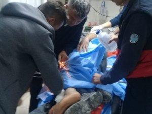 Mersin'de işçinin bacağına çelik halat saplandı