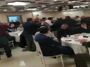 Taksiciler bu kez toplantıda birbirlerine girdiler