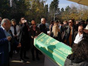 Usta yönetmen Tunç Başaran son yolculuğuna uğurlandı