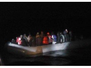 Ayvalık'ta 30 düzensiz göçmen ve 1 organizatör yakalandı