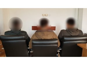 Jandarma ikna etti, 3 terörist teslim oldu