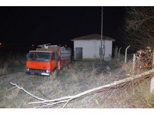 30 tonluk su deposunu çalan hırsızlar yakalandı