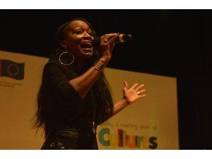 ABD'li şarkıcı Della Miles Eskişehir'de konser verdi