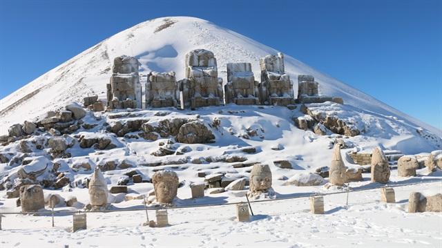 Nemrut Dağı'na tırmanışlar devam ediyor