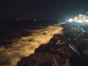 İstanbul'da şiddetli lodos seferleri iptal ettirdi