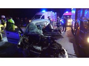 Aksaray otomobil tırın altına girdi: 3 ölü, 2 yaralı