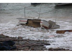 Fırtına Bodrum'u yıktı geçti