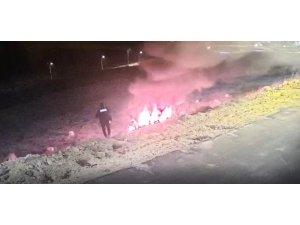 Patlamayı hiçe sayan kahraman polisler sürücüyü kurtardı
