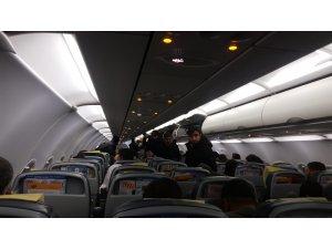 Türbülansa giren uçakta korku dolu anlar