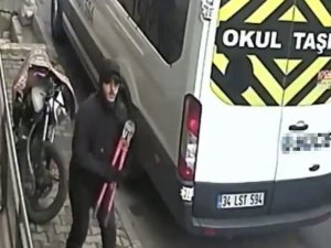 Motosiklet hırsızının pes dedirten rahatlığı kamerada