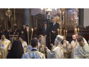 Yunanistan Dışişleri Bakanı, Fener Rum Patrikhanesi'nde Noel ayinine katıldı