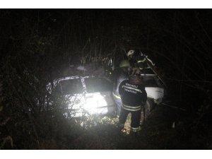 Yoldan çıkan otomobil 20 metre aşağı uçtu: 3 yaralı