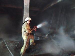 Sultangazi'de sanayi sitesinde iş yeri yangını