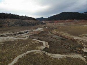 Görüntüsü kuraklığı andıran o barajda su tutulmaya başlandı