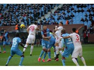 Süper Lig: Trabzonspor: 2 - Sivasspor: 0 (İlk yarı)