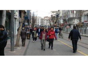 Sokaklardaki ani kalabalıklaşmaya dikkat