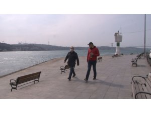 Yasağa rağmen sahilde yürüyüşe çıkanlara ceza