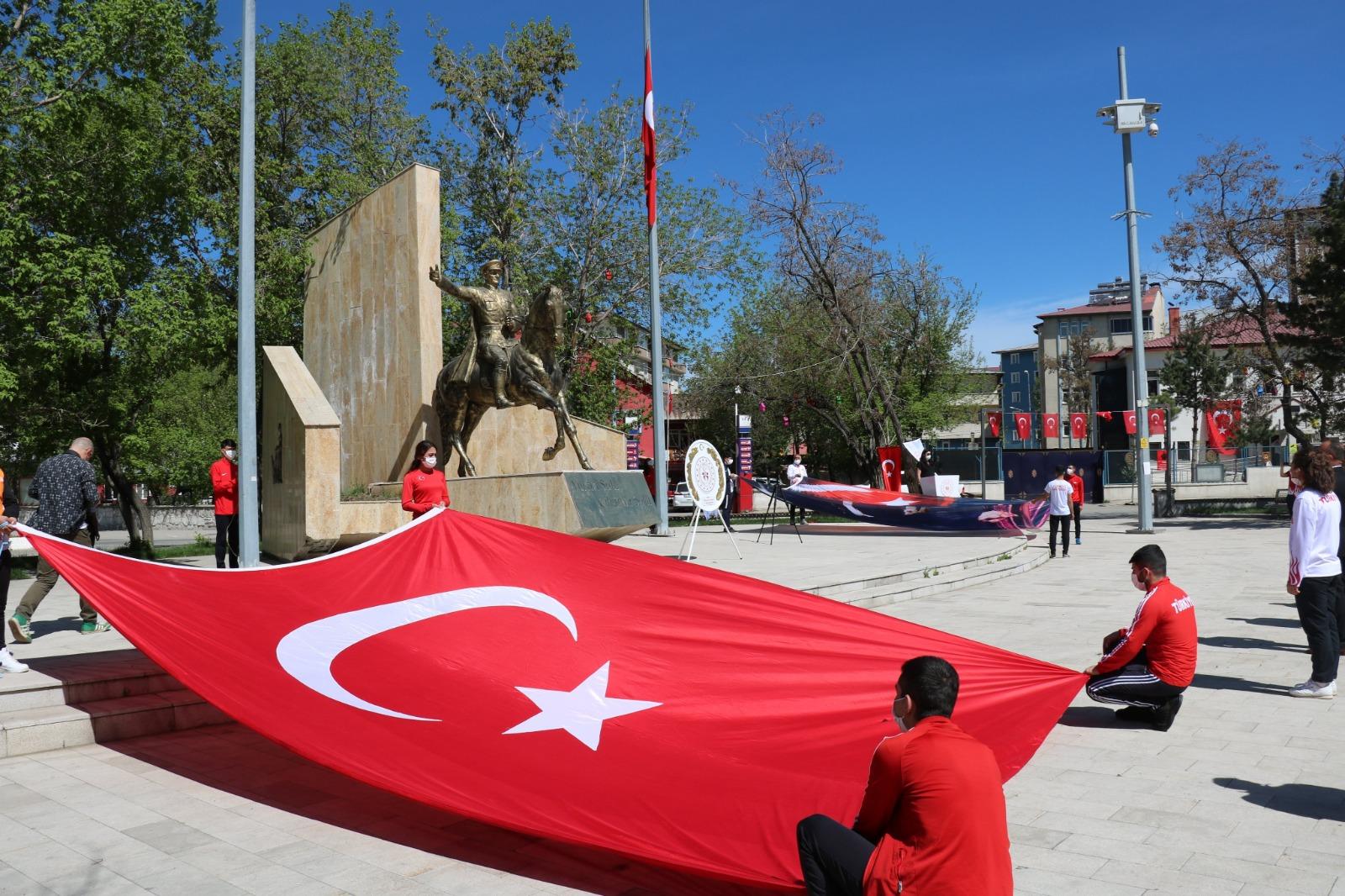 Ağrı'da 19 Mayıs Sosyal Mesafeli Kutlandı