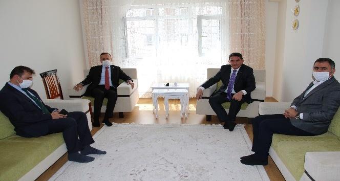 AK Parti'li milletvekillerinden Barış Çakan'ın ailesine taziye ziyareti