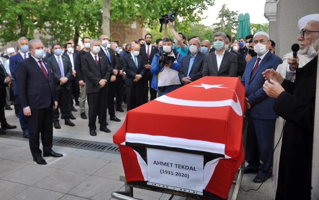 Ağrı'lı duayen siyasetçi Tekdal, son yolculuğuna uğurlandı