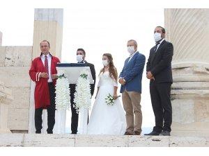 13 asır sonra antik kentte ilk nikah kıyıldı