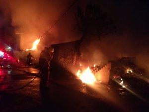 İzmir'de hurdalık alanda korkutan yangın