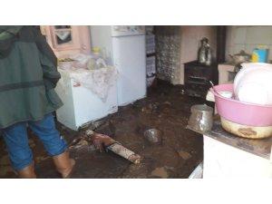 Rize'de şiddetli yağış hasar yol açtı