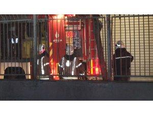 Zeytinburnu'nda iş merkezinin çatı katında yangın