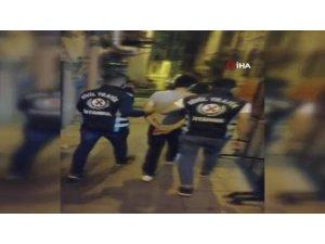 """İstanbul'da """"değnekçi"""" denetimi: 4 gözaltı"""