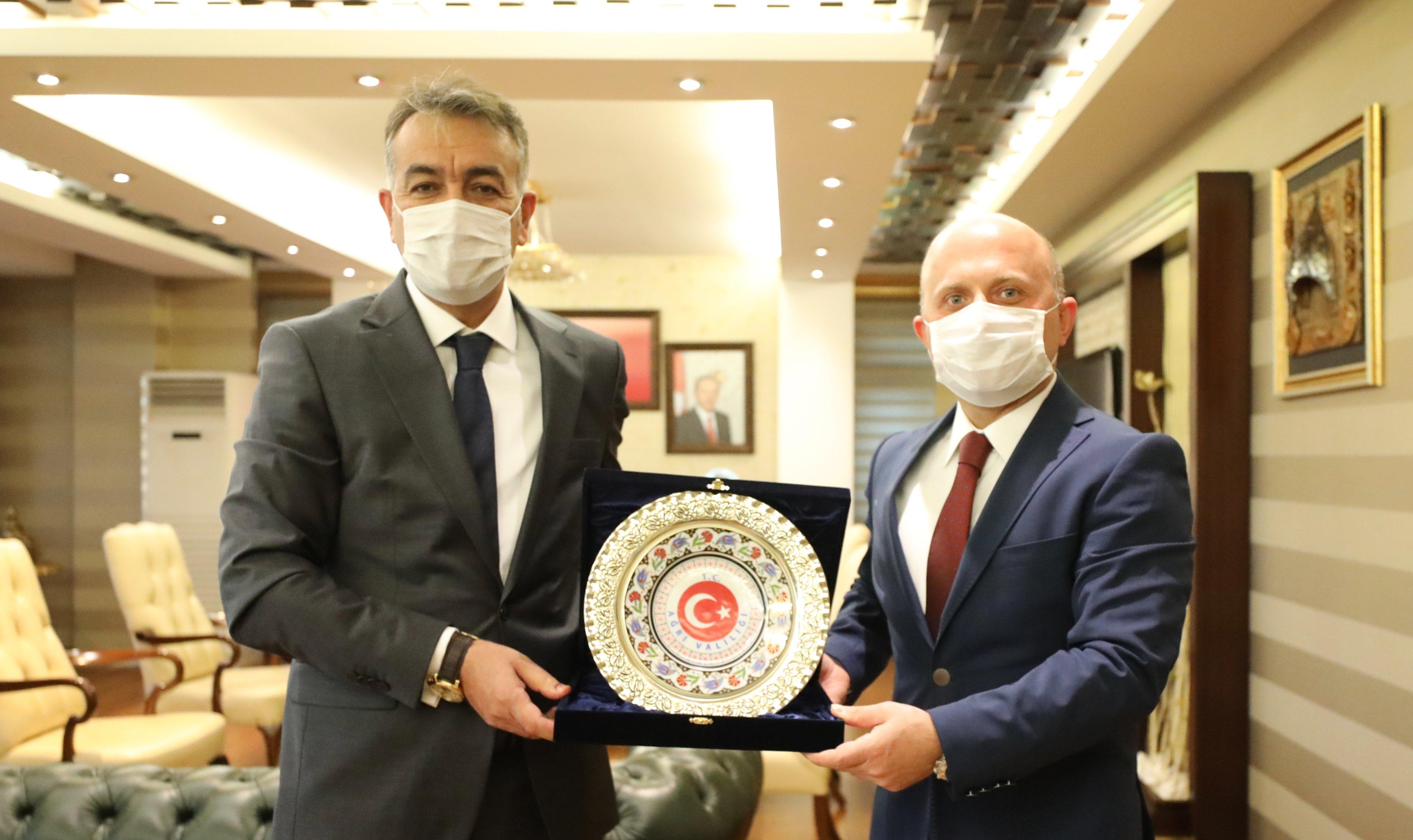 Bitlis Valisi Çağatay, Vali Varol'a Hayırlı Olsun Ziyaretinde Bulundu