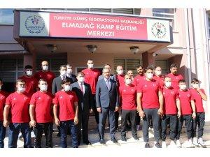 Bakan Kasapoğlu'ndan güreşçilere müjde