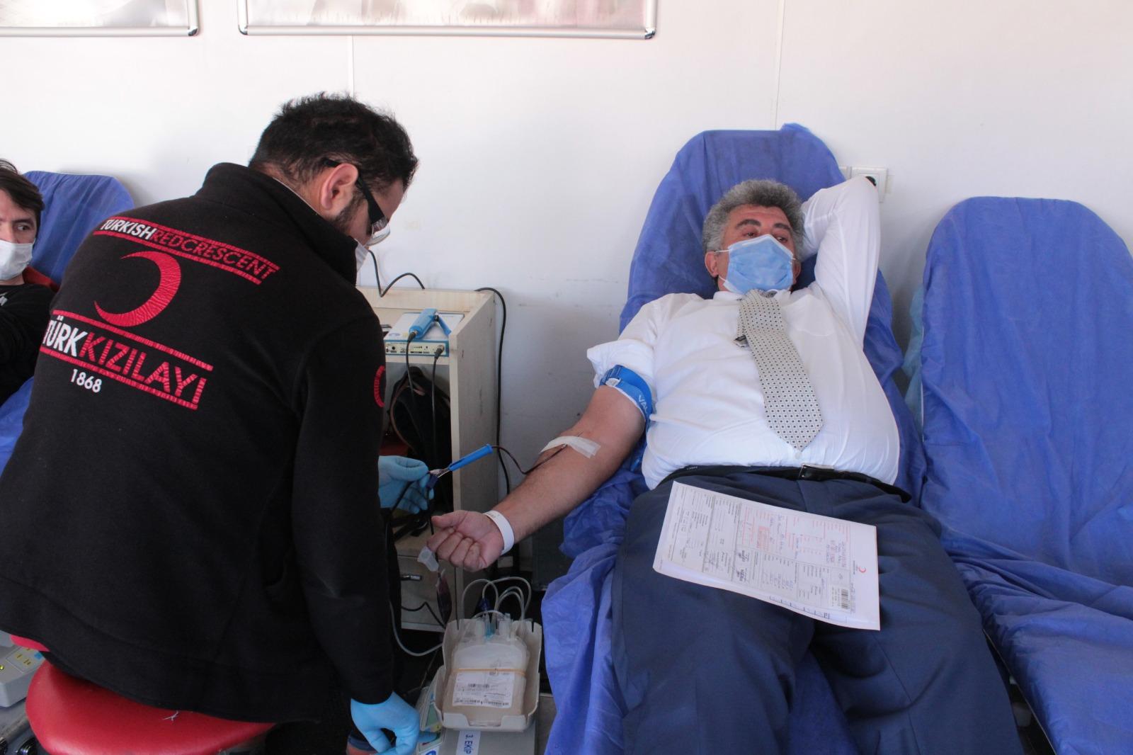 Ağrı Et ve Süt Kurumu Kızılay'a kan bağışında bulundu
