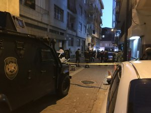 Zeytinburnu'nda iki aile arasındaki kavga kanlı bitti: 2 yaralı