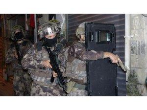Bursa'da silah kaçakçılarına şafak vakti operasyon düzenlendi, çok sayıda şüpheli gözaltına alındı