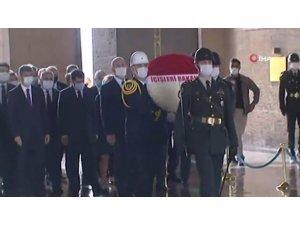 Bakan Soylu, muhtarlarla birlikte Anıtkabir'i ziyaret etti