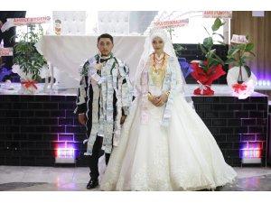 1 saatlik aşiret düğününün 40 dakikası takı töreniyle geçti