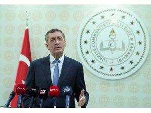 """Milli Eğitim Bakanı Ziya Selçuk, """"Mezuniyet için gerekli olan krediyi 170 olarak belirledik"""" dedi."""