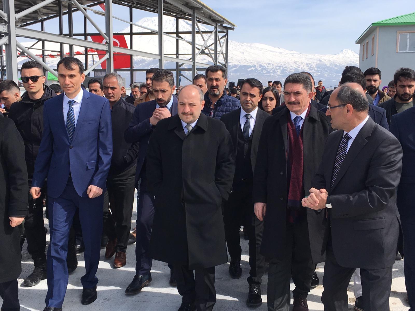 Bakanı Varank Ağrı'da terör örgütlerine yüklendi