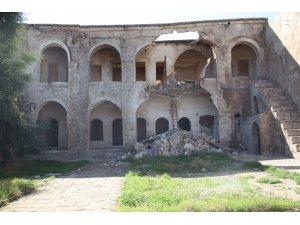 Tarihi Kerkük Kalesi yıkılmanın eşiğinde