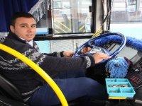 Halk otobüsü şoföründen alkışlanacak hareket