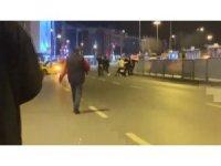 Kadıköy'de kazaya karışan şahısların yol ortasında kavgası kamerada