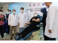 Bakan Varank gönüllü olduğu yerli aşıda ilk dozu yaptırdı