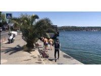 Sarıyer'de denize girdiler, polisi görünce giyinemeden kaçtılar