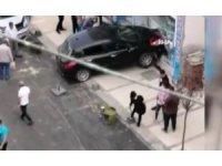 Silivri'de kontrolden çıkan otomobil yufkacıya daldı