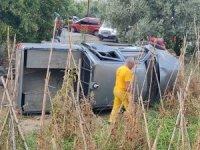 Yangın ihbarına giden kamyonet devrildi: 2 yaralı
