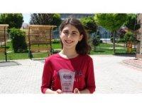YKS'de AYT eşit ağırlık Türkiye birincisi olan Melike başarısının sırrını anlattı