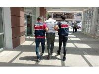 Teröristlere kıyafet temin eden eski öğretmen tutuklandı