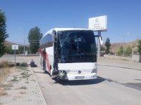 Ağrı'ya gelen otobüs kaza yaptı: 26 yaralı