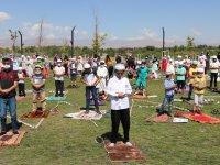Ağrı'da yüzlerce çocuk Millet Bahçesinde namaz kıldı